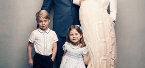 La principessina Charlotte ama le collane fai da te