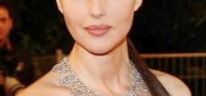 Monica Bellucci donna appagata e felice della vita ... di coppia