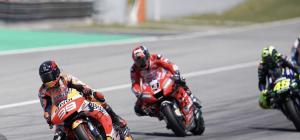 MotoGP: a Barcellona Jorge Lorenzo atterra tre colleghi. Vince Marquez