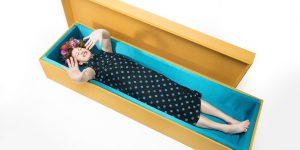 Milano: un funeral party per il lancio di bare design ... la morte divertente