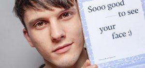 Influencer: quelle dell'acne sfidano gli haters con le 'imperfezioni'
