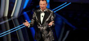 Sanremo 2020, una quarta serata col botto tra baci e squalifiche