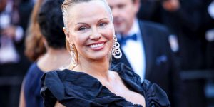 Molestie: Pamela Anderson, non si va da soli in stanze d'albergo