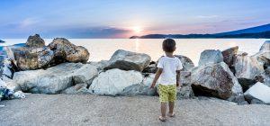Estate: genitori attenti ai cellulari e sempre più bambini si perdono in spiaggia.