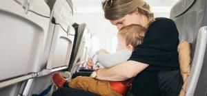 Anche i neonati in viaggio con Ryanair pagheranno il biglietto.
