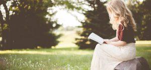 Conoscete il book crossing nei boschi? L'ultima frontiera della lettura