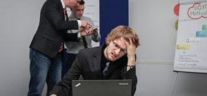 Lo stress da lavoro fa male al cuore. Legame tra burnout e patologie cardiache