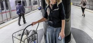 Los Angeles: senzatetto canta Puccini nella metropolitana ... e incanta