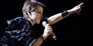 Muore improvvisamente a 46 anni Dolores O'Riordan, cantante dei Cranberries