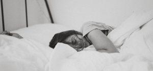 Fate fatica ad alzarvi dal letto? Siete troppo intelligenti...