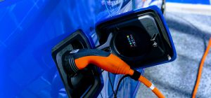 GB: più colonnine elettriche che pompe di benzina