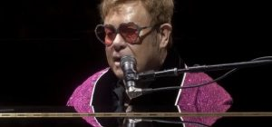 Elton John, 1 milione di dollari per l'Australia