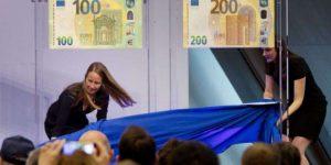 Arrivano le nuove banconote da 100 e 200 euro: ora staranno nel portafoglio
