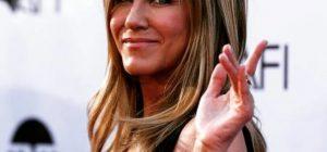 Jennifer Aniston compie 50 anni e invita tutti ... anche Brad Pitt