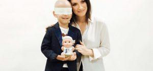 """Laura Pausini star solidale e stilista per le """"Baby Pelones"""""""