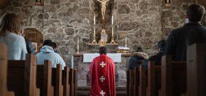 Mancano sacerdoti, fedeli lasciati in attesa della messa