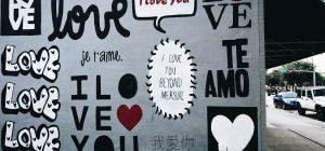 Le città si svegliano piene di messaggi d'amore ... l'ultima è Vignola