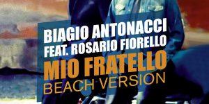 """""""Mio fratello beach version"""". . . il """"bombardone"""" estivo di Biagio e Fiorello"""