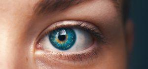 Le lenti a contatto colorate sono da evitare. Il monito degli esperti