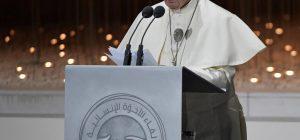 Papa Francesco ad Abu Dhabi: Con i saraceni né liti né dispute