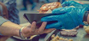 Vacanze: Coldiretti, cibo di strada per 7 italiani su 10