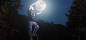 Tanto grande e luminosa da volerla prendere ... fascino della Superluna!