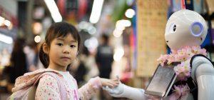 Troppi schermi ritardano lo sviluppo del bambino. Lo dice la scienza
