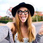 L'ossessione per i selfie non diminuisce... chiaro sintomo di disagio!