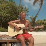 Heaven, il nuovo singolo di Avicii con Chris Martin