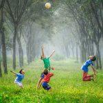 I bambini non possono giocare? Il Comune chiude una strada