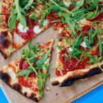 Una catena di ristoranti sudafricani ha appena lanciato la pizza alla cannabis