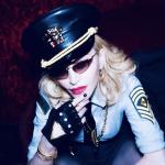 Madonna canta un brano di Elton John ... a quando la pace?