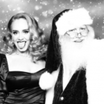 Adele fa gli auguri di Natale ai suoi fan...