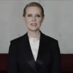 """Be a lady, They said"", il video con Cynthia Nixon che sta conquistando tutti"