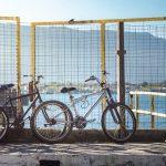 Entra in mare con la bici per evitare controllo Covid-19