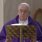 Papa Francesco: una preghiera per gli anziani, hanno paura di morire da soli