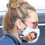 Julia Roberts fa shopping indossando una insolita mascherina