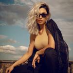 Anna Tatangelo ... capelli biondi e social rinnovati