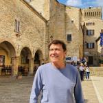 Gianni Morandi e la vacanza in Italia. Le #fotodiAnna incantano il web
