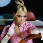 """Dua Lipa, """"Levitating"""" è il singolo più trasmesso dalle radio"""
