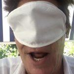 Enrico Montesano uscita pubblica senza mascherina. Fermato dalla polizia