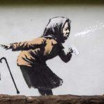 Banksy, l'ultima opera è la nonnina che starnutisce