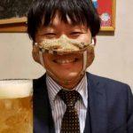 Mangiare e bere? Si può con la mascherina giapponese