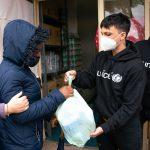 Ultimo, Ambasciatore Unicef, distribuisce doni di Natale