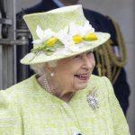 Elisabetta II, senza mascherina dopo la seconda dose di vaccino... e più in forma che mai