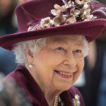 Elisabetta II lancia una linea di biscotti per cani