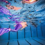Sempre più persone vogliono   nuotare come una sirena