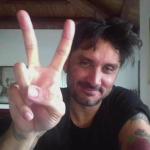 """Fabrizio Moro parla a Radio Subasio del tour """"Canzoni nella stanza ..."""""""