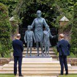 William e Harry presentano la statua di Lady D